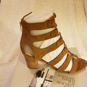 9.5 New Marc Fisher shoes